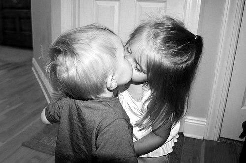 Тяжело дружить, когда хочется поцеловать.